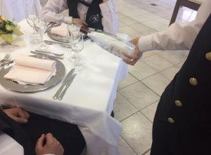 Servizio delle bevande, in questa foto il servizio del vino