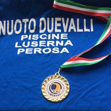 medaglia d'oro campionati di nuoto